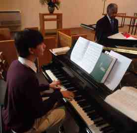Capitola_Dickerson_memorial_10_piano_student_Sam_Sulcer_at_piano_and_singer_Bill_Robinson