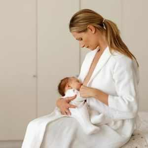 Breast-Swelling-in-Breastfeeding-Women