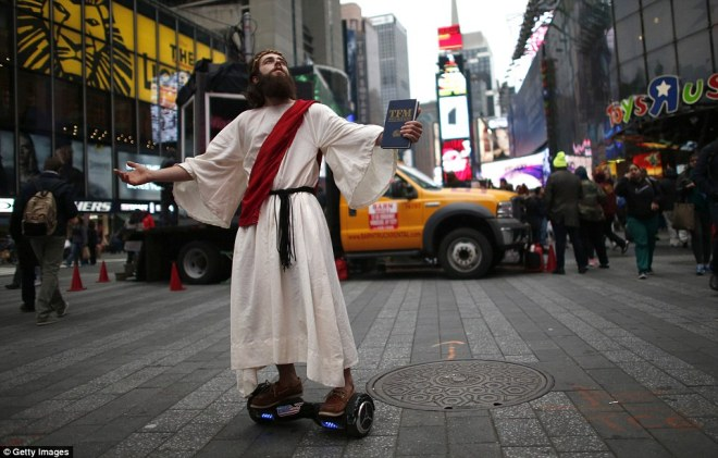2DFE4F9100000578-3298515-A_man_dressed_as_Jesus_Christ_passes_by_on_a_hands_free_Segway_w-a-16_1446340890751