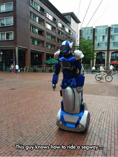 Funniest_Memes_this-guy-knows-how-to-ride-a-segway_3042