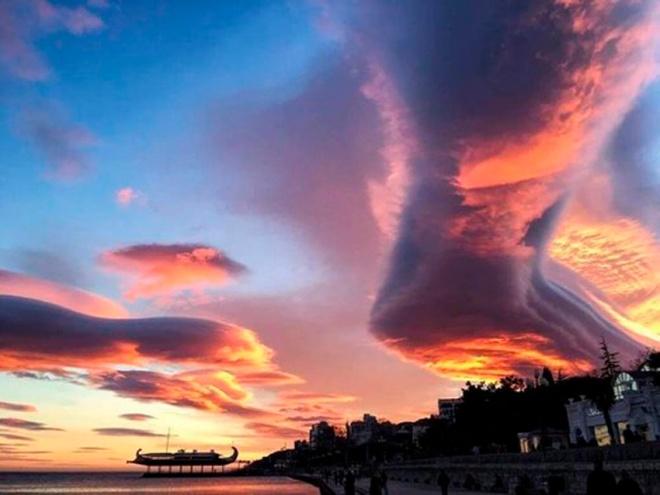 lenticular_clouds_crimea_russia03