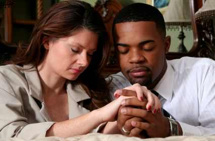 praying-couple1-425x280.jpg