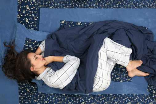 The-Different-Meanings-of-the-6-Most-Popular-Sleeping-Positions