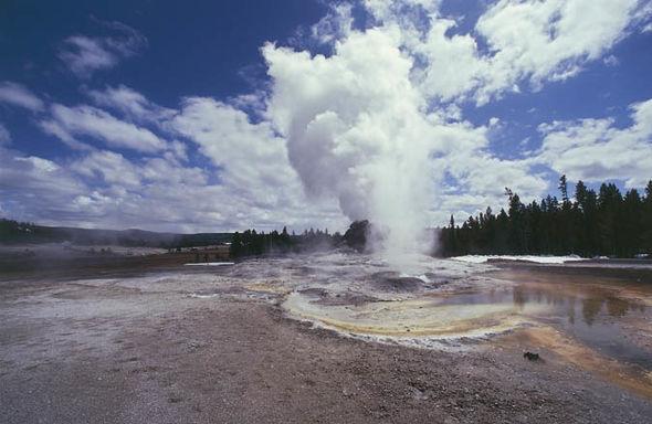 Yellowstone-National-Park-Castle-Geyser-1242619