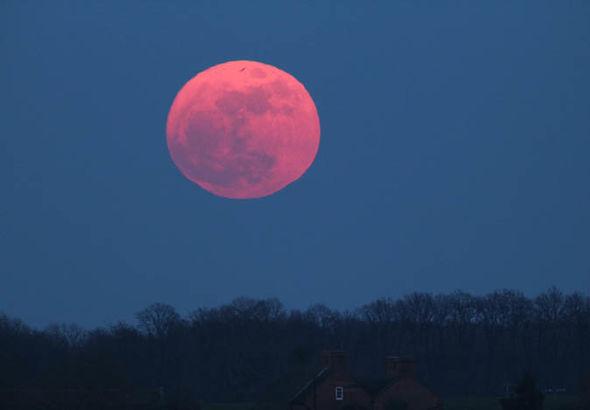 April-full-moon-2018-1323142