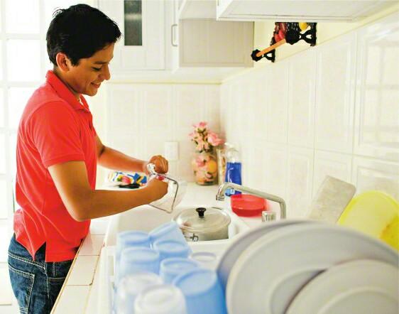 GOD ON MEN DOING DISHES – GOD'S HOTSPOT