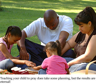 praying-family-feature